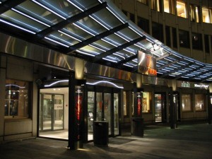 Entrance to shopping centre (01)